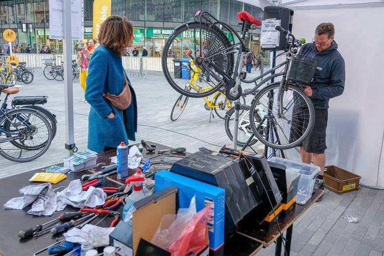 Op drie locaties in Brussel konden fietsers hun fiets zaterdag gratis laten herstellen tijdens de Bike Repair Day.