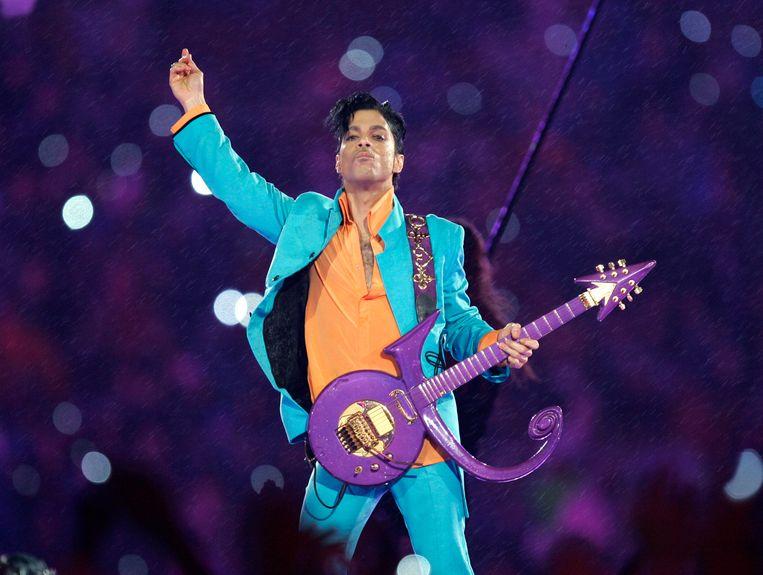 Prince (1957-2016) op de finale van de Superbowl in 2007.