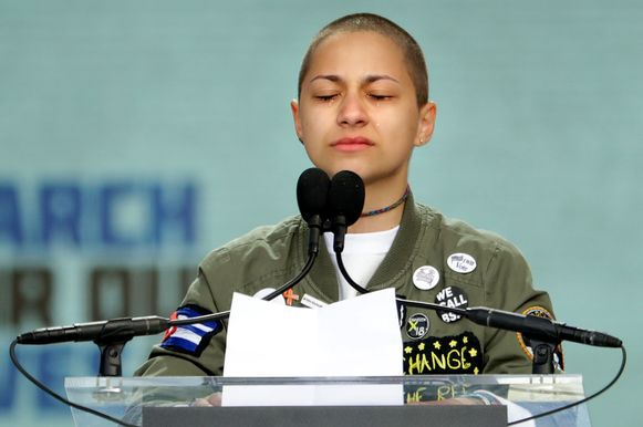 Emma Gonzalez, overlevende van de Parkland-schietpartij, in tranen tijdens de March for our Lives in maart 2018.