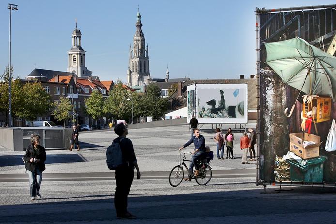 Drukte bij de exposities van BredaPhoto in het centrum van Breda.