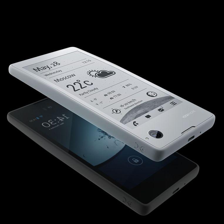 De Yotaphone 2, met bovenop het scherm gemaakt van elektronisch papier. Beeld Yota Devices