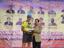 Wielerfanaat Jan Haselbekke uit Almelo schrijft Thais kampioenschap op zijn naam