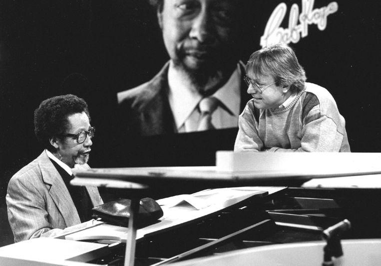 Jazz musicus Cab Kaye in gesprek met Tom Mulder in 1987. Beeld ANP