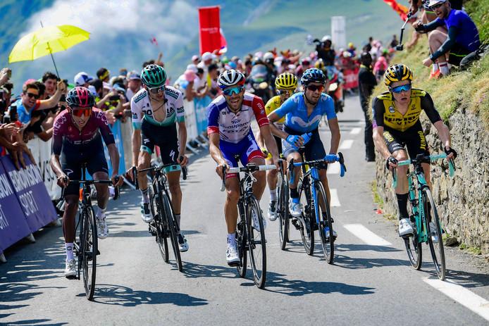 Van links naar rechts: Egan Bernal, Emanuel Buchmann, Thibaut Pinot, Julian Alaphilippe, Mikel Landa en Steven Kruijswijk. De nieuwe koploper Sander Hoek heeft ze allemaal, nummer twee René Oortman 'mist' Landa.