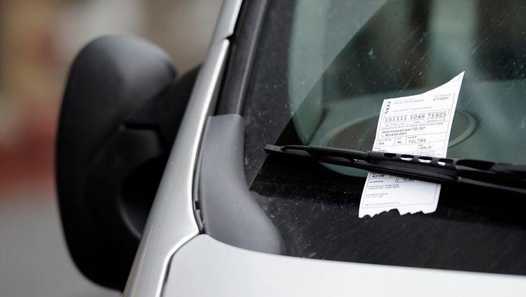 Wanbetalers moeten vanaf maandag álle geparkeerde uren betalen en niet meer slechts één uur. Beeld anp