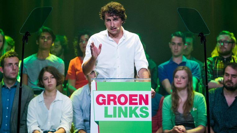 Lijsttrekker van GroenLinks, Jesse Klaver, tijdens de meetup in de Melkweg in Amsterdam waar hij het verkiezingsprogramma bekend maakte. Beeld Freek van den Bergh