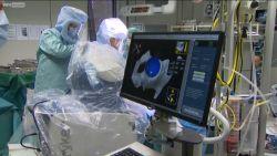 Primeur: robot helpt in Genk nieuwe heup plaatsen