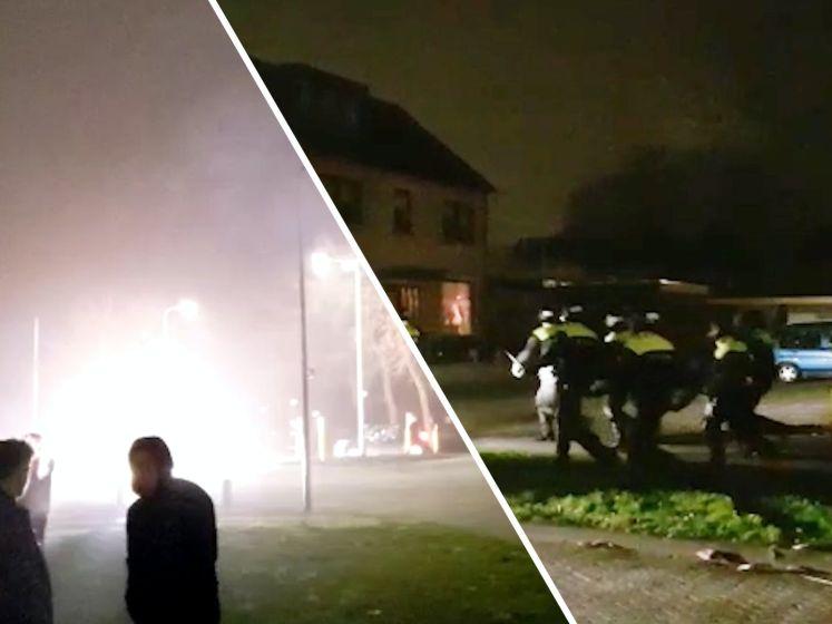 Opnieuw raak op Urk: jongeren treiteren politie met vuurwerk