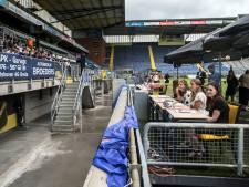 Diploma-uitreiking in het Rat Verlegh Stadion: 'Superleuk, al sta je zo wel erg in de spotlights'