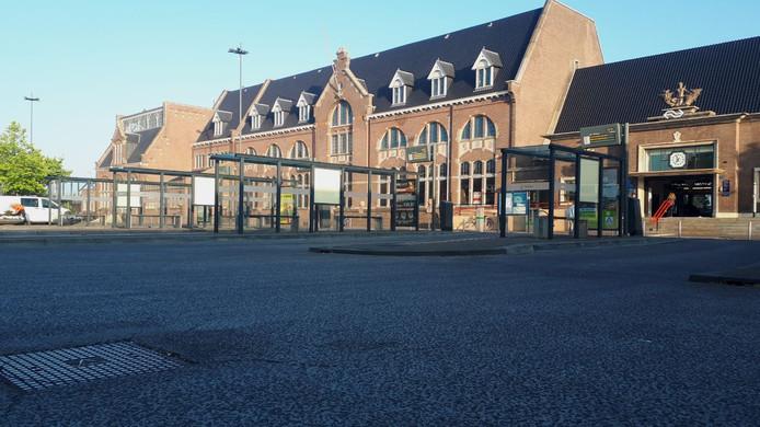 Na het afketsen van de komst van een danscentrum in het Roosendaalse stationsgebouw is het stil geworden.