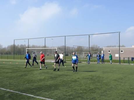 Walking Football is beslist geen sullige sport voor watjes, bewijzen ze in Duiven