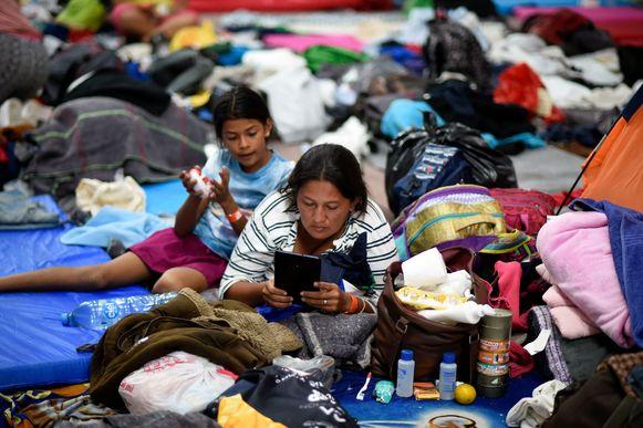 Migranten op weg naar de VS rusten uit in Mexico-stad.