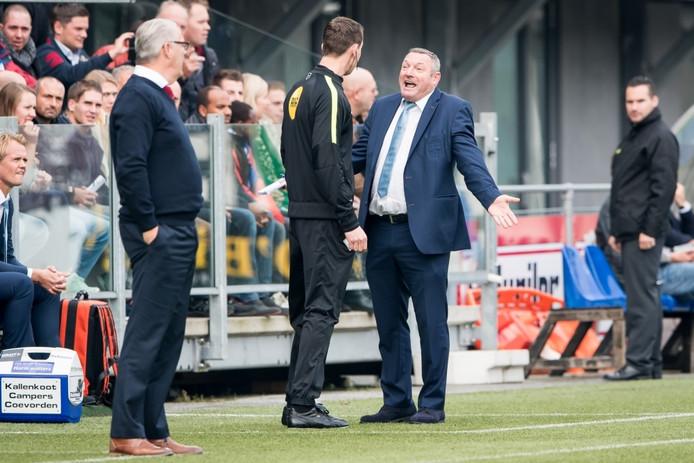 Ook PEC Zwolle-trainer Ron Jans was onderwerp van gesprek tijdens de wedstrijd. Hij kreeg het aan de stok met de vierde official. Daarna kreeg Jans een standje van de scheids.