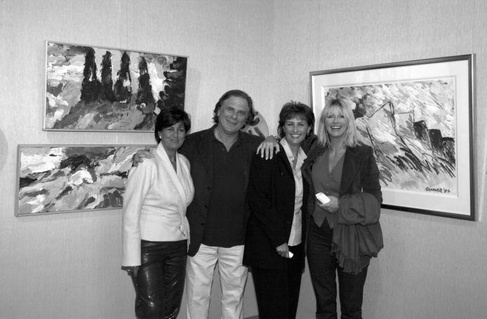 Jan Cremer, met (v.l.n.r.) zijn goede vriendinnen Sylvia Tóth en Astrid Joosten en echtgenote Babette, twintig jaar geleden in Wassenaar.