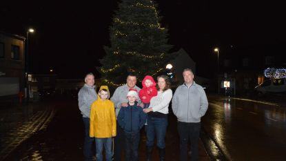 """Kersthappening rond """"mooiste kerstboom ooit"""" op Oud-Dorp"""