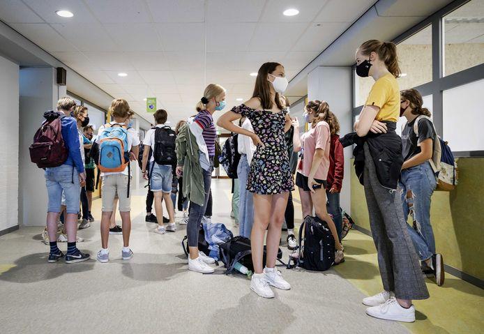 Elders in het land, zoals hier in Haarlem, is het dragen van mondkapjes op school soms al wel verplicht. Het Canisius in Almelo en Tubbergen wil dat leerlingen en docenten de kapjes tijdens bepaalde lessen nu ook gaan dragen.