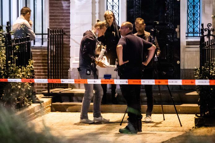 De politie doet zaterdagavond direct na het incident bij het Turks consulaat onderzoek.