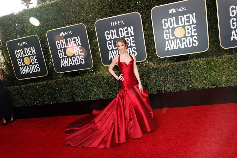 Actrice Holly Taylor koos voor vurig rood, maar paste iets té goed bij de rode loper.