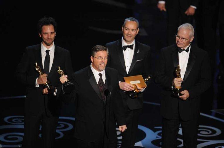 Guillaume Rocheron, Bill Westenhofer, Erik-Jan De Boer en Donald R. Elliott (vanaf links) ontvangen hun Oscar voor de speciale effecten in Life of Pi. Beeld anp