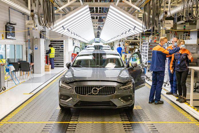 Productielijn van de eerste volledig elektrische Volvo in de Volvo-fabriek in Gent.