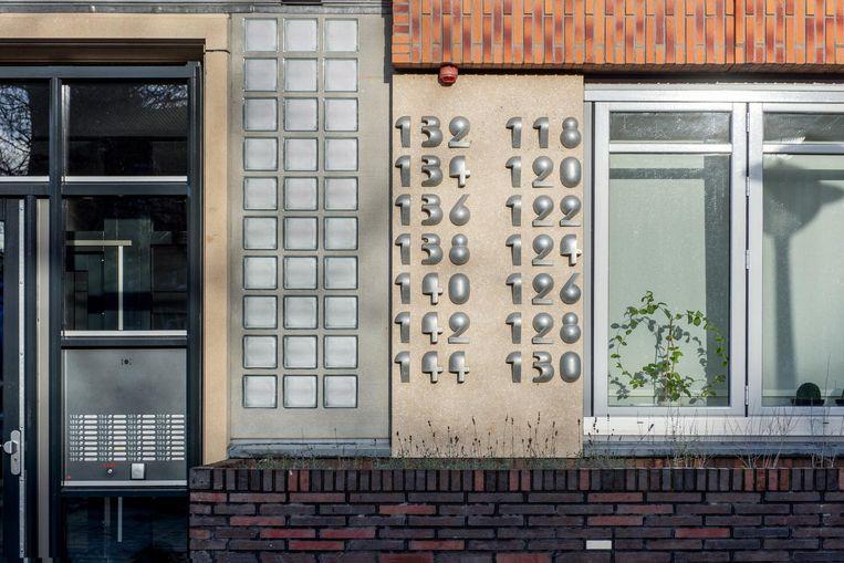 Huisnummers als sculpturen in het Olympisch Kwartier, door Reinoud Oudshoorn Beeld Marijke Stroucken