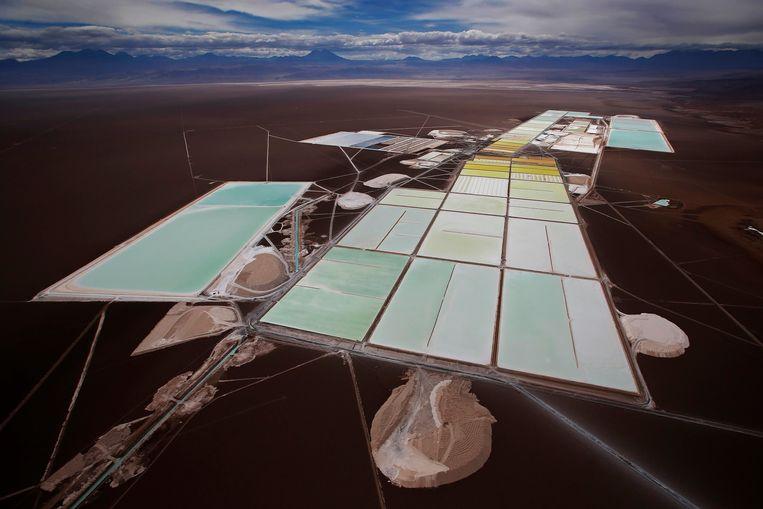 Overizcht van een Chileense mijn waar lithium wordt gewonnen. Beeld REUTERS