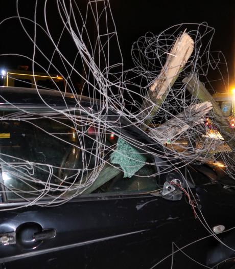 Vrouw verliest macht over het stuur en botst tegen hek op A58 bij Molenschot