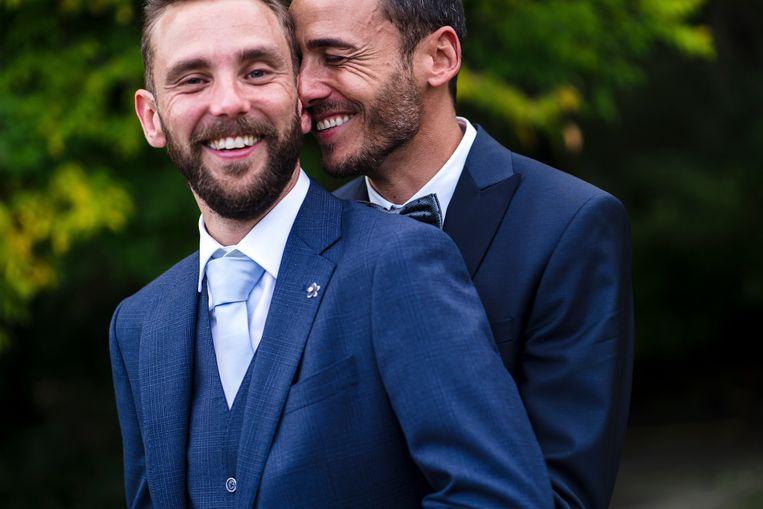 Een huwelijksfoto met twee stralende mannen erop: Christophe (links) en Nick (rechts) toonden in primetime hoe normaal dat is, en 900.000 Vlamingen keken mee.