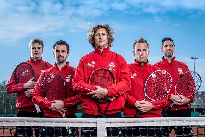 Een deel van de selectie van MLTC, met van links naar rechts Tim van Velzen, Stijn Sprinkhuizen, Dmitri van Hoof, Jasper Smit en Marc Felius.