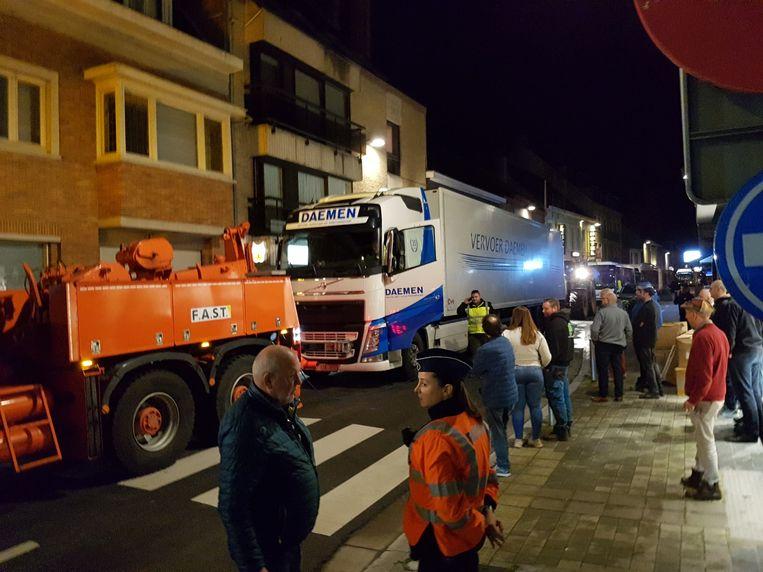 GISTEL - Een vrachtwagen met pech blokkeerde lang alle verkeer in het centrum van de stad