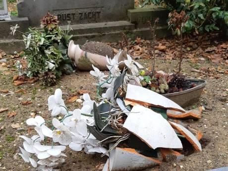 Vijf keer vernielingen op Aaltense begraafplaats; politie weet wie zeer jonge verdachte is