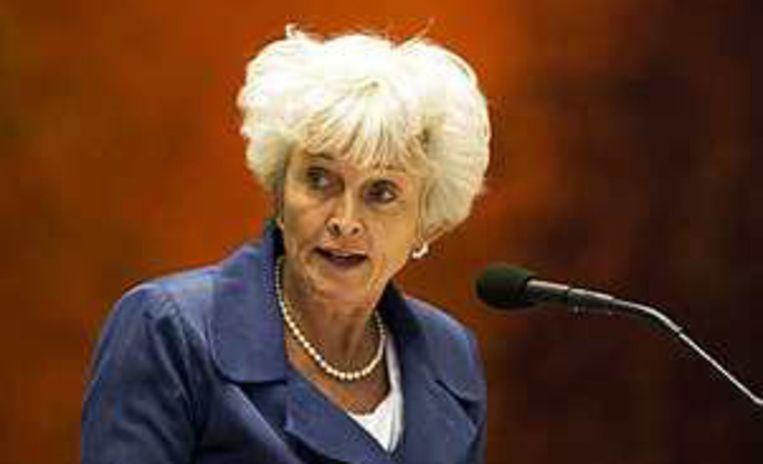 Milieuminister Jacqueline Cramer in de Tweede Kamer. Minister Jacqueline Cramer (Milieu) distantieert zich van ondersteuning van het actieblad 'Bluf!', dat in 1986 dreigde te worden vervolgd voor het publiceren van gestolen stukken van het ministerie van Economische Zaken. Archieffoto ANP/Valerie Kuypers Beeld