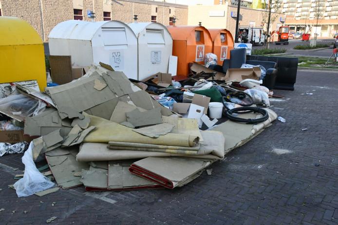 Een Weekje Afvaldump: vrijdag. Het milieuplein bij WC Wesselerbrink is illustratief voor het afvaldump-probleem in Enschede. We hielden het een weekje in de gaten, als aankleding voor een verhaal over de cijfers die we hebben gekregen bij een Wob-verzoek.