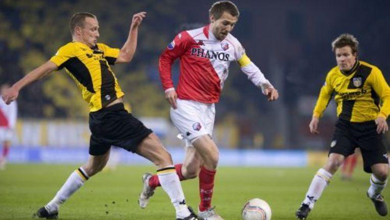 Edwin de Graaf (L) van NAC Breda in duel met Michael Silberbauer van FC Utrecht. Rechts Joonas Kolkka van NAC Breda. ANP Beeld
