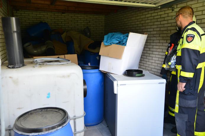 De garagebox in Breda, met spullen voor een hennepkwekerij.