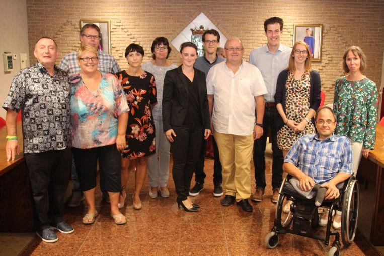 Het bestuur van Vlierzele Sportief werd ontvangen in het gemeentehuis van Lede ter gelegenheid van het 75 jaar bestaan.