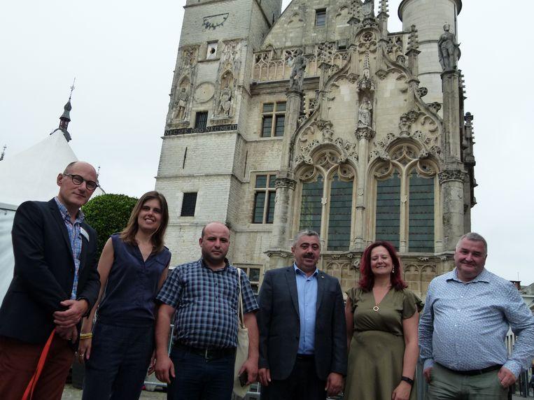 De buitenlandse gasten kregen een rondleiding in Aalst.
