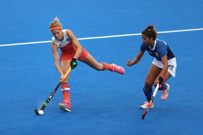Carlien Dirkse van den Heuvel luisterde haar 200ste interland op met een doelpunt.