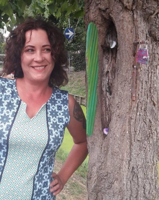 Grappig, zo'n deurtje in de leilinde. Maar het mag niet van de gemeente. Jammer, vindt bedenkster Sylvia Ditmar-de Kok.