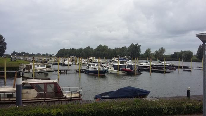 De jachthaven van Hermenzeil bij Raamsdonk.