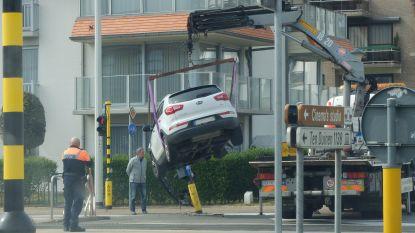 Bestuurder even onoplettend:  verkeerslicht geramd
