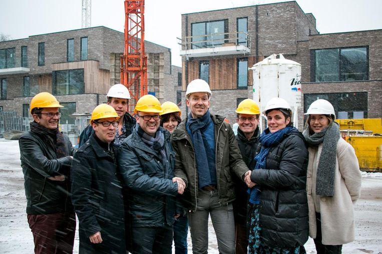 Mensen van de stad, de lokale bouwsector en VDAB op een werf in Sint-Niklaas.