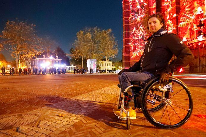 Gerard de Nooij van de stichting  Ongehinderd nam de proef op de som wat de toegankelijkheid van lichtkunstfestival GLOW 2019 in Eindhoven betreft.