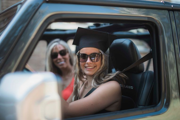 Drive-in afstuderen in in het Technisch Instituut Sparrendal in Lanaken.