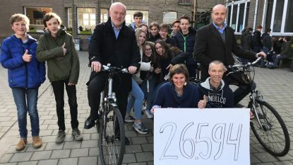 Leerlingen VMS fietsen 26.594 kilometer bij elkaar. Nu moeten directeurs in ruil zelf een hele week naar school fietsen