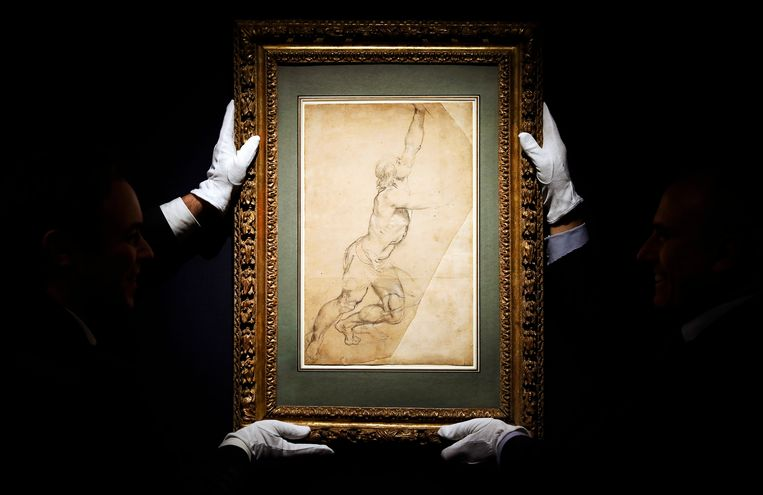 De tekening 'Naaktstudie van een jongeman met opgeheven armen' van Peter Paul Rubens, die prinses Christina in 2019 te koop aanbood via veilinghuis Sotheby's in New York.  Beeld HH/EPA