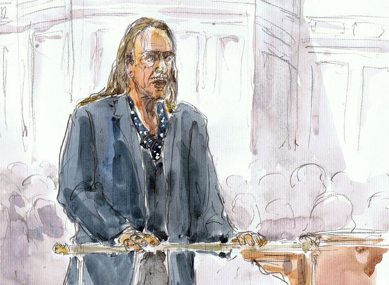 Rechtbanktekening van Simons' voorganger John Galliano, tijdens de zitting voor zijn antisemitische uitspraken. Beeld anp