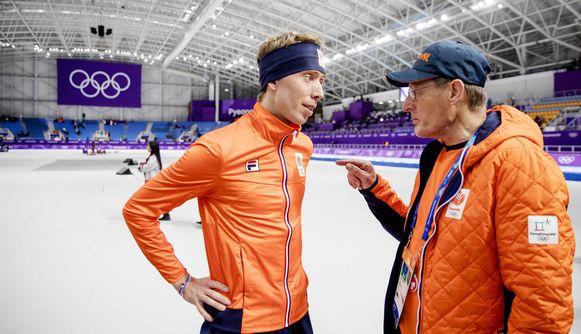 Jillert Anema (R) met Jorrit Bergsma in de Gangneung Oval tijdens de 10000 meter op de Olympische Winterspelen van Pyeongchang.