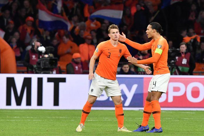 Matthijs de Ligt en Virgil van Dijk eerder dit jaar bij Oranje.