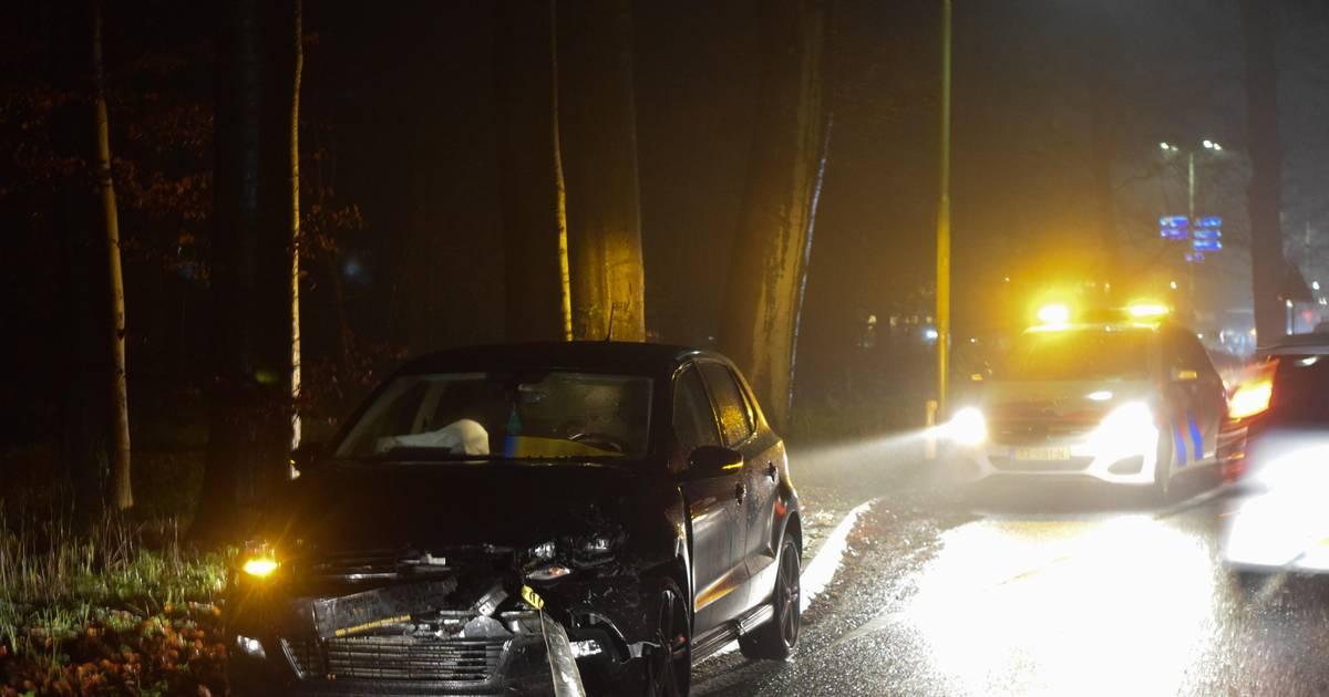 Automobilisten willen elkaar passeren in wegversmalling: frontale botsing bij Laag-Keppel.